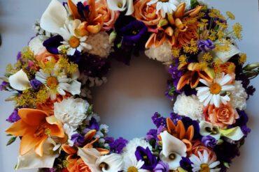 uitvaartzorgnop-mogelijkheden-bloemwerk-krans-gekleurd