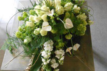 uitvaartzorgnop-mogelijkheden-bloemwerk witte rozene.d